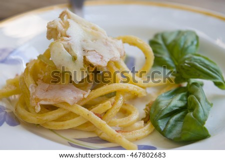 guitar  spaghetti carbonara with cream and basil