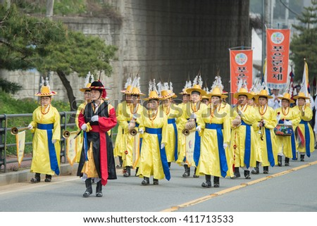 Gyeonggi-do, South Korea - April 22, 2016: The ending of the traditional Korea farmers show, The farmers dance occurred to celebrate the harvest in Korea.