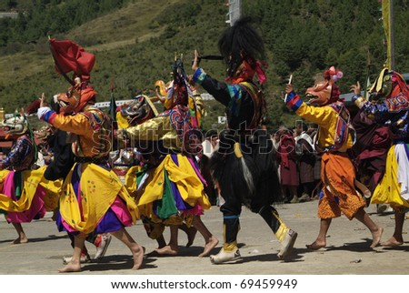 HAA-VALLEY, BHUTAN - SEPTEMBER 21: unidentified dancers and spectators by religious festival named Tshechu in Haa, in the White Temple (Karpho Lhakhang) on September 21, 2007 in Haa-Valley, Bhutan