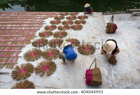 HAI DUONG, VIETNAM, February 18, 2016 Women's groups, rural Hai Duong, dried incense, their traditional trade