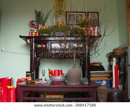 HAI DUONG, Vietnam, January 10, 2016 where the family worshiped Viet Nam, on the occasion of Tet