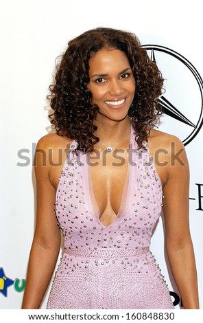 Halle Berry at the 16TH ANNUAL CAROUSEL OF HOPE GALA to benefit the Barbara Davis Center for Childhood Diabetes, Beverly Hills, CA, October 23, 2004 - stock photo