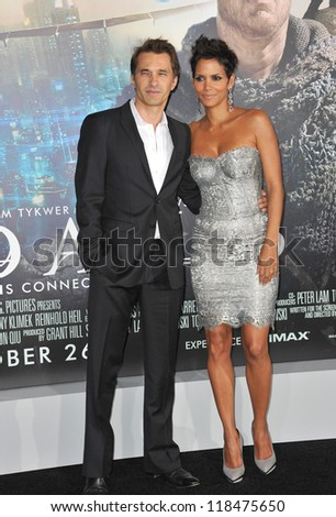 """Halle Berry & Olivier Martinez at the Los Angeles premiere of her new movie """"Cloud Atlas"""" at Grauman's Chinese Theatre, Hollywood. October 24, 2012  Los Angeles, CA - stock photo"""