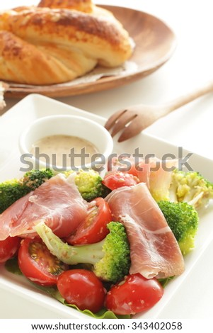 Ham and broccoli salad with sesame dressing