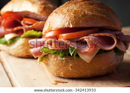 ham sandwich with roll bread