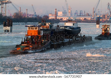 Hamburg harbor tugs in winter
