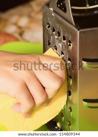 Hand grate cheese to cooking pizza