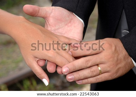 Hand of the groom