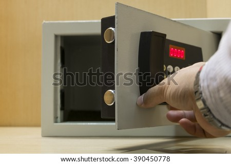 Hand open electronics safe