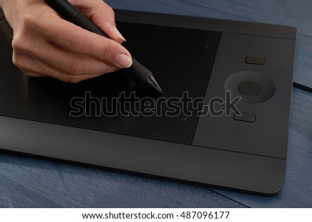 hand paints the professional graphics tablet