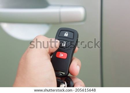 hand presses on the remote control car alarm systems
