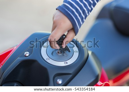 Hand the key open tank cap motorcycle fuel tank.
