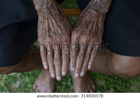 Hands of an poor old man