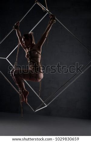 dark-room-and-a-naked-girl-sexy-teen-girl-sucking-dick-hard