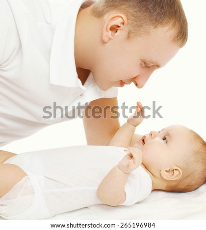 Happy father with his baby on the bed at home - stock photo