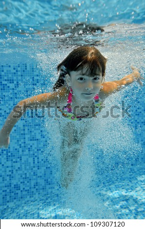 Little Girl Swimming Underwater Stock Photos Images Pictures Shutterstock