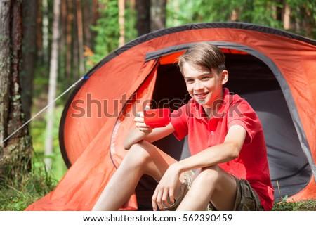 teen-girls-in-tent