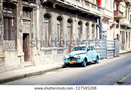 HAVANA, CUBA - DEC 30: Old classic mid-40s Fleetline, Chevrolet on December 30, 2012 in Havana. over 60,000 vintage cars still in Cuba, these old classics are a tribute to the nostalgia of the old days. - stock photo