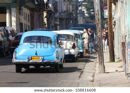 HAVANA - FEBRUARY 26: Classic American cars on February 26, 2011 in Havana. Recent change in law allows the Cubans to trade cars again. Most cars in Cuba are very old because of the old law. - stock photo