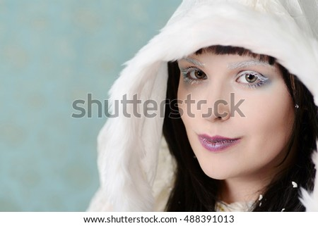 headshot woman with white eyelashes and brows