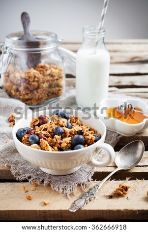 Healthy breakfast with yogurt, granola and fresh berries