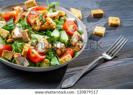 Healthy chicken salad with fresh vegetables and croutons