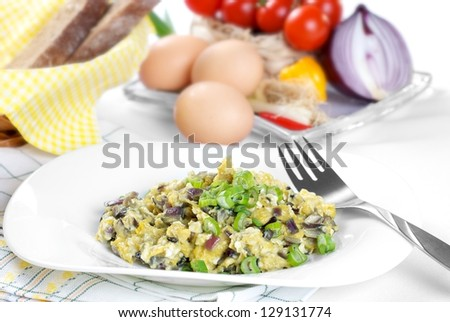 Healthy scrambled eggs breakfast with bread and onion