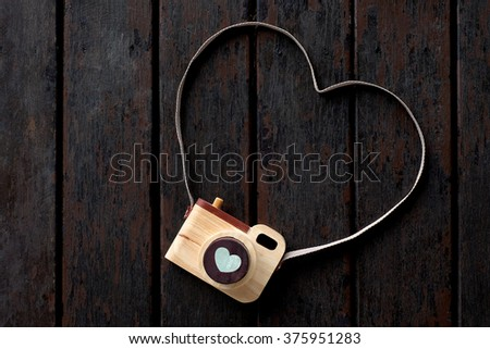 heart love wood camera, valentine camera