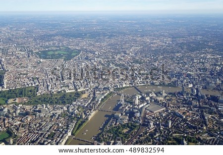 HEATHROW, ENGLAND -23 AUGUST 2016- Aerial view of downtown Central London in approach at London Heathrow International Airport (LHR).