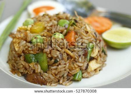 herbal fried rice (curry flavor) - vegetarian thai food, healthy food