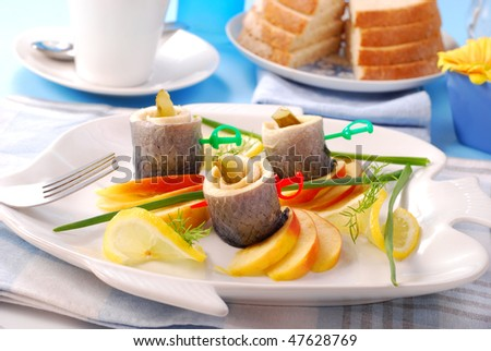herring rolls with gherkins and apple