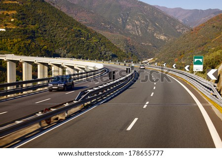 Highway over a viaduct with little traffic
