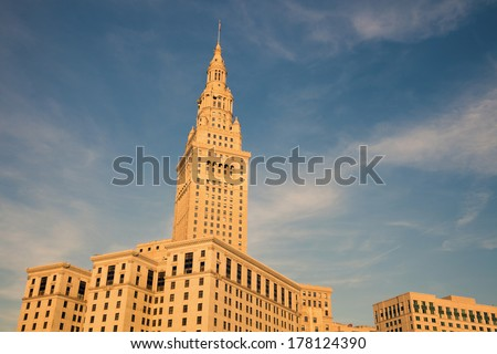 Historic building in downtown Cleveland in afternoon light.