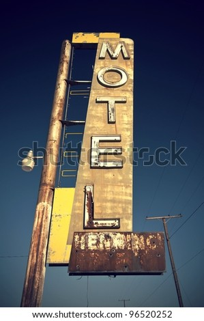 Historic vintage motel sign on old Route 66 in the desert of the state California, USA Historisches altes Motel Schild an der Route 66 in der Wüste im Bundesstaat Kalifornien, USA - stock photo