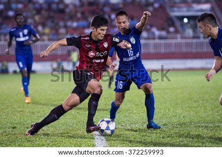 HO CHI MINH-VIETNAM JANUARY23:Chainarong Tatong(L)of Muangthong Utd in action during The SCG Muangthong Utd Asean Tour 2016 Binh Duong and Muangthong Utd at Thong Nhat Stadium on Jan23,2016 in Vietnam
