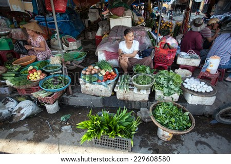 HOI AN, VIETNAM - OCTOBER 21: Unidentified Vendors selling food, vegetable and souvenir at the old local market in Hoi An, Vietnam on Oct 21, 2014.