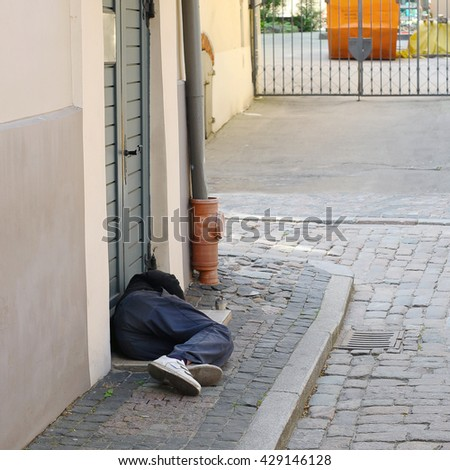 homeless sleep in the street