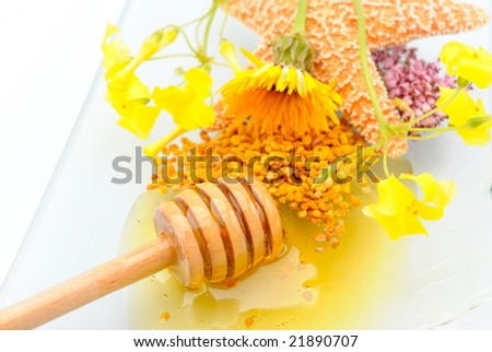 honey jar, pollen and flowers