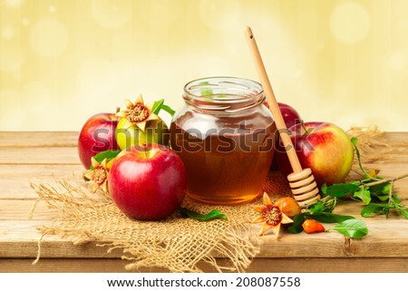 Honey jar with apples and pomegranate for Jewish New Year Holiday - stock photo