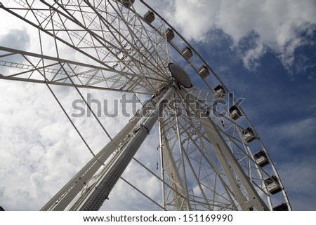 HOORN, THE NETHERLANDS - AUGUST 13 : Large ferris wheel  at the fair on augustus 13,2013 in  Hoorn , The Netherlands.