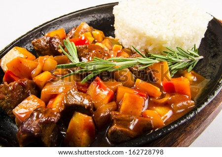 Hot lamb with rice and rosemary