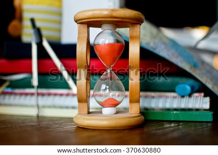 Hourglass measures the time for learning