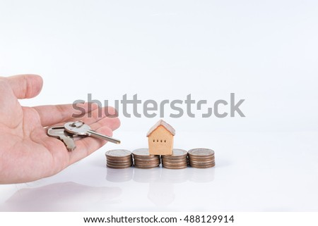House and keyring,  invesment and realestate concept