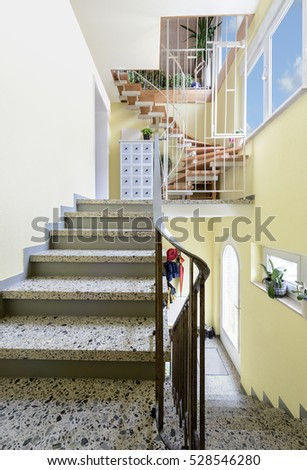 House entry staircase