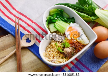 How to cooked Instant noodle that nutritional value. Instant noodle with egg,minced pork,bok choy in heart shape bowl.
