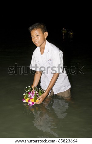 HUA HIN, THAILAND - NOVEMBER 21: Thai people float on water a small rafts (Krathong) to celebrate the Loy Krathong festival. November 21, 2010 Hua Hin, Thailand.