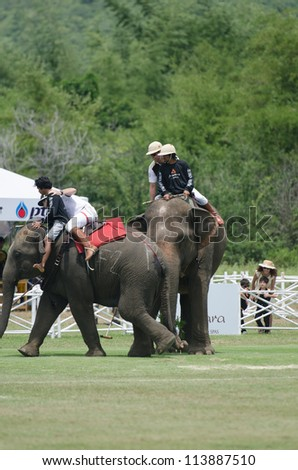 HUA HIN, THAILAND -SEPTEMBER 13: Unidentified polo players play in elephant polo games during the 2012 King 's Cup Elephant Polo match on September 13, 2012 at Suriyothai Camp in Hua Hin, Thailand