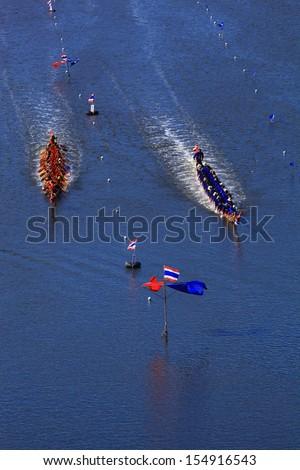HUAHIN, THAILAND - DEC 8 :Unidentified crew in traditional Thai long boats compete during Queen Cup Traditional Long Boat Race Championship on December 8, 2012 in Huahin,Prachuap Khiri Khan,Thailand.