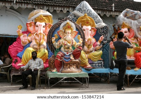 HYDERABAD,AP,INDIA- SEPTEMBER 1:Trader exhibit the Ganesha idols during the Ganesh chathurthi hindu festival on September 1,2013 in Hyderabad,Ap,India. Every year thousands of idols are sold for puja. - stock photo
