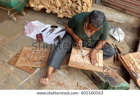 carpenter wood door design    432 x 577